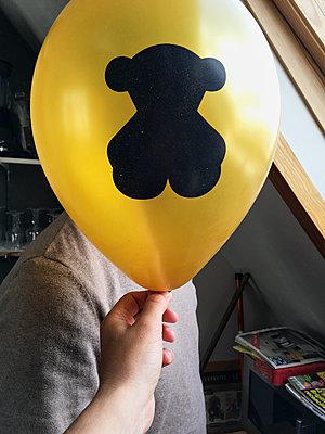 Teddy ballon - p1189m2263820 by Adnan Arnaout