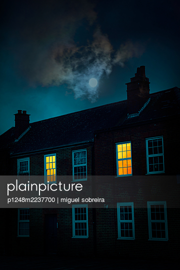Great Britain, House with Lit Windows at moonlight  - p1248m2237700 by miguel sobreira