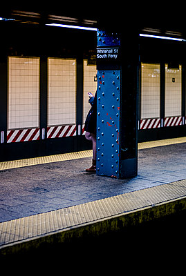 Lnely woman in a subway station in New York - p1118m1539793 by Tarik Yaici