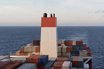 Containerschiff - p930m2148418 von Ignatio Bravo