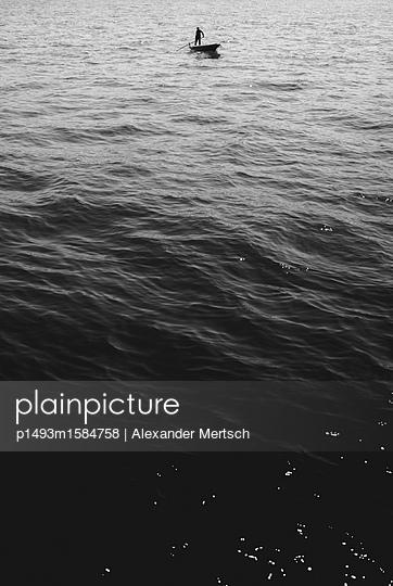 Einsam auf Ruderboot in Venedig - p1493m1584758 von Alexander Mertsch