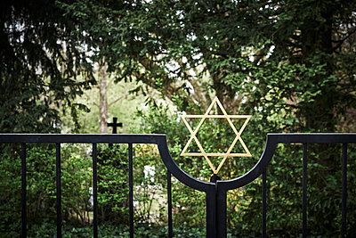 Jewish graveyard with entrance gate and Star of David - p1312m2100881 by Axel Killian