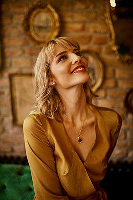 Portrait of smiling elegant woman looking up - p300m1550047 by Zeljko Dangubic