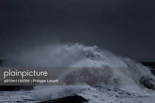 Brandungswellen an der Küste - p910m1159399 von Philippe Lesprit