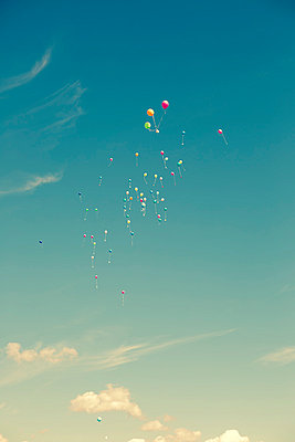 Balloons in the air - p432m854584 by mia takahara