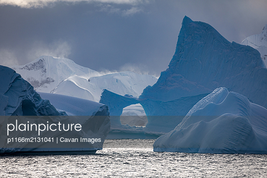 Icebergs and snowy mountains - p1166m2131041 by Cavan Images