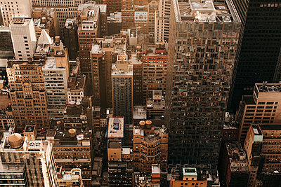 Aerial view cityscape, New York City, New York, USA - p301m2213640 by Toby Mitchell