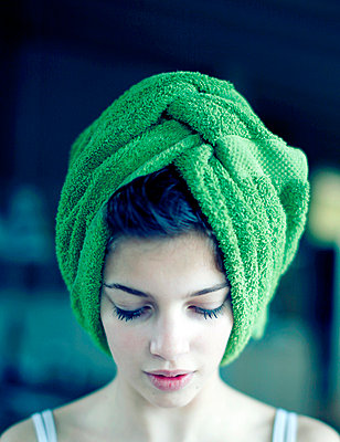 Woman with towel round head - p896m835306 by Richard Brocken