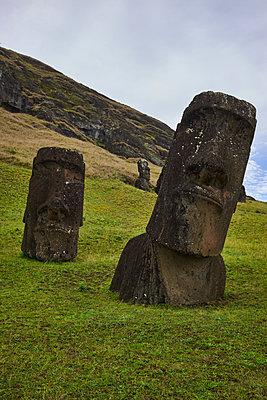 Moai, basalt sculptures, Easter Island - p1686m2288534 by Marius Gebhardt