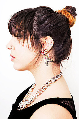 Portrait of a young woman with tattoo and piercings - p429m801593 by Patryce Bak