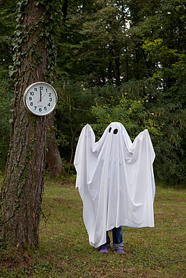 Ghost looking at a clock - p4541448 by Lubitz + Dorner