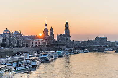 Germany, Dresden, view to city at sunset - p300m1019090f by Patrice von Collani