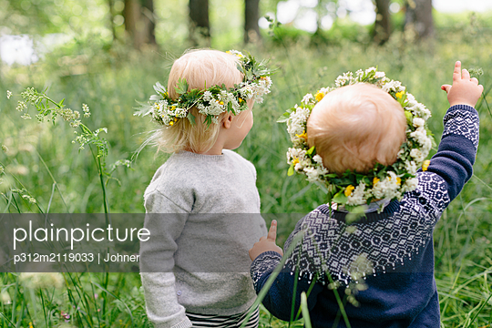 Children wearing flower wreaths - p312m2119033 by Johner