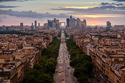 France, Paris, La Defense and cityscape at sunset - p300m1152163 by ibreakphotos