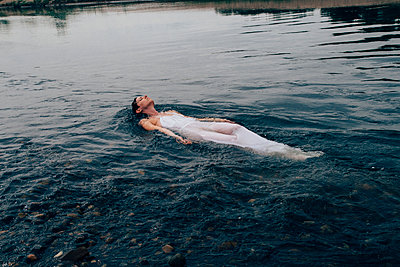 Woman Floating in River - p1262m1168930 by Maryanne Gobble