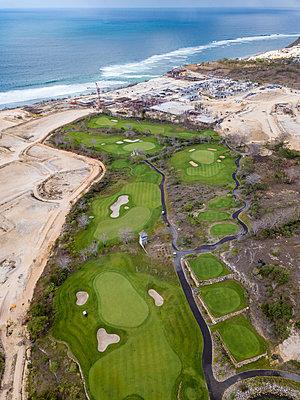 Indonesia, Bali, golf course at Payung beach - p300m2029914 von Konstantin Trubavin