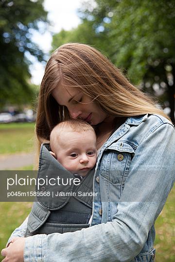 Baby-Liebe - p045m1589568 von Jasmin Sander