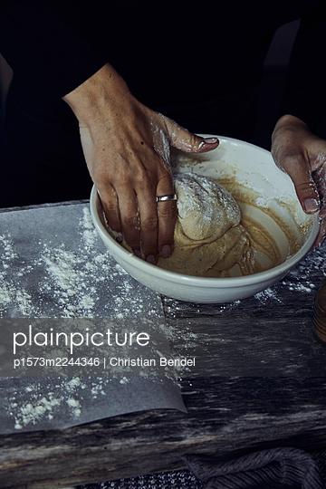 Sweden, Baking Cinnamon buns - p1573m2244346 by Christian Bendel