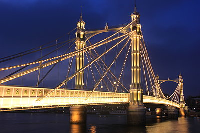 Albert Bridge - p1399m1444687 by Daniel Hischer