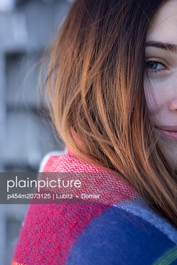 Winter flirtation - p454m2073125 by Lubitz + Dorner