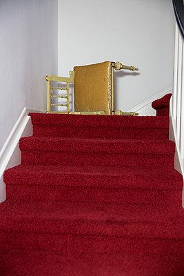Goldener Stuhl - p1621m2193583 von Anke Doerschlen