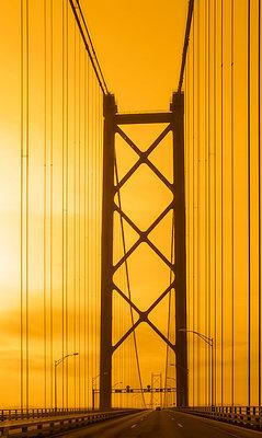 Ponte 25 de Abril - p1463m2020819 von Wolfgang Simlinger