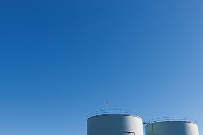 Netherlands, Roermond, two oil tanks in front of blue sky - p300m1081300f by visual2020vision