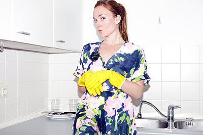 Housewife - p978m900531 by Petra Herbert