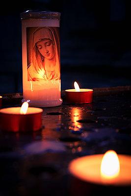 Gebetskerzen in Venedig - p1149m1333008 von Yvonne Röder