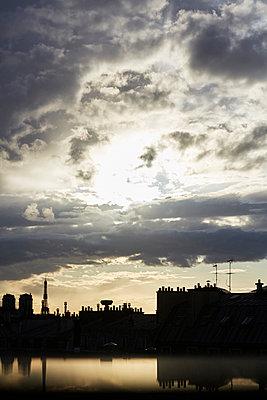 France, Paris in the evening - p1411m2187269 by Florent Drillon