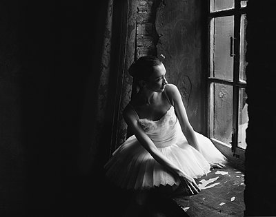 Ballerina at the window - p1476m1574741 by Yulia Artemyeva