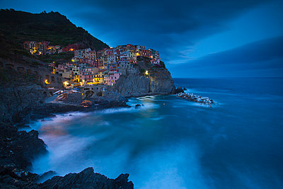 Manarola, Cinque Terre, Riviera di Levante, Liguria, Italy - p651m860688 by Jon Arnold