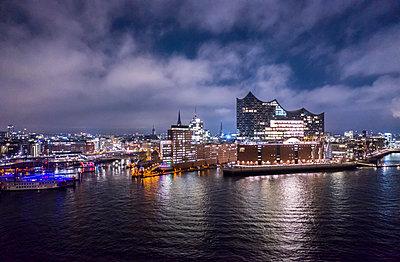 Hafencity - p179m2093046 von Roland Schneider