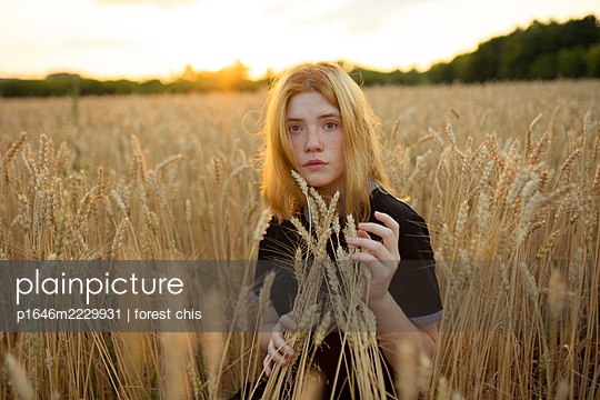 Young woman in a cornfield - p1646m2229931 by Slava Chistyakov