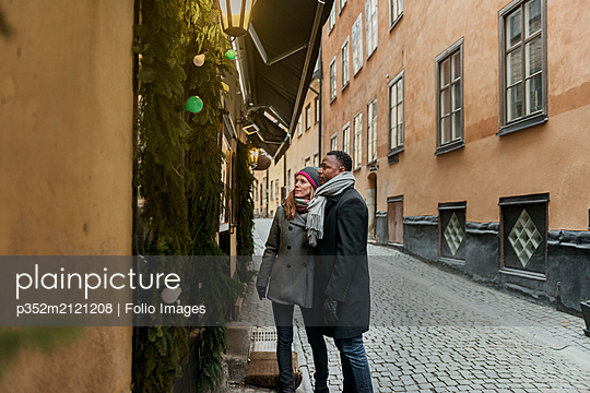 Couple window shopping - p352m2121208 by Folio Images