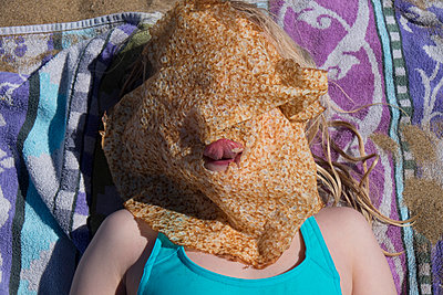 Pancake on face - p522m1039792 by Pauline Ruhl Saur