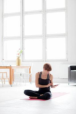 Yoga im Studio - p1212m1123421 von harry + lidy