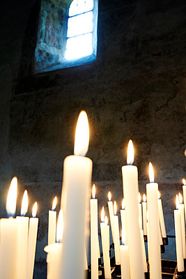Kerze Kirche - p1312m1441533 von Axel Killian