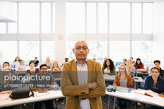 Portrait of university lecturere at front of class - p1192m2110119 by Hero Images