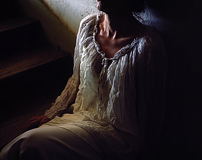 Woman on stairs - p945m2125806 by aurelia frey