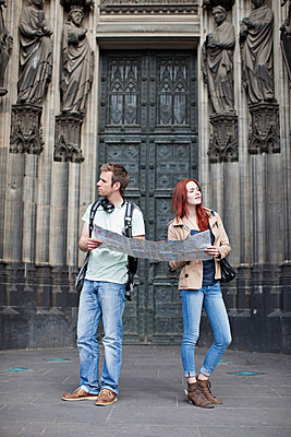 Couple in Cologne - p586m808762 by Kniel Synnatzschke