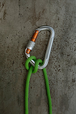 Crossing Hitch, commonly used by climbers, cavers, and rescuers. - p1028m1065360 by Jean Marmeisse