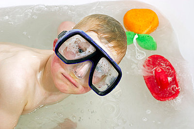 Diving-glasses - p2610227 by Jens Rufenach