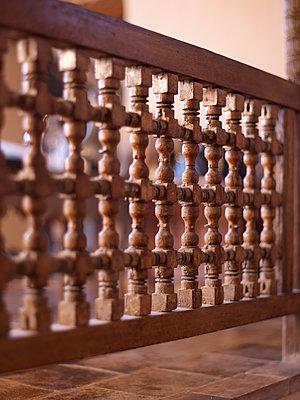 Holzgeländer - p885m1200397 von Oliver Brenneisen