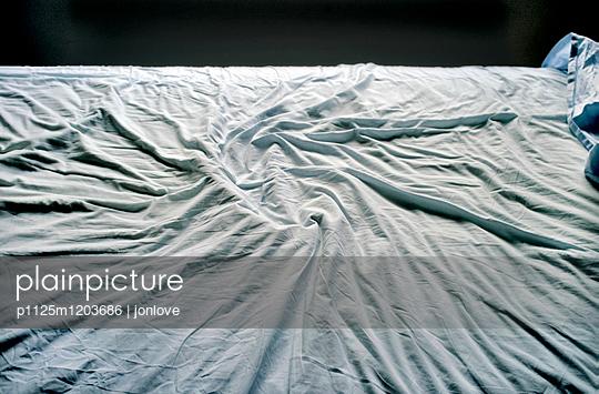 Crumpled bedsheet - p1125m1203686 by jonlove