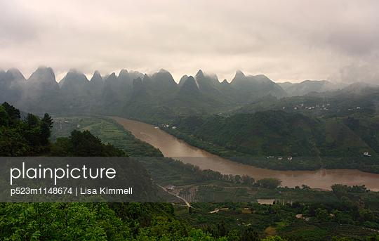 Li River, Guangxi - p523m1148674 von Lisa Kimmell