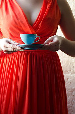 Woman holding a vintage teacup - p794m954136 by Mohamad Itani