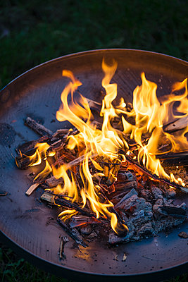 Fire in fire bowl - p300m1081524f by Mandy Reschke