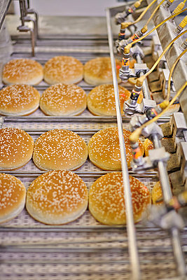 Production of bread rolls for Hamburger - p390m881071 by Frank Herfort
