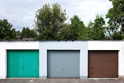 Garages - p9300018 by Ignatio Bravo